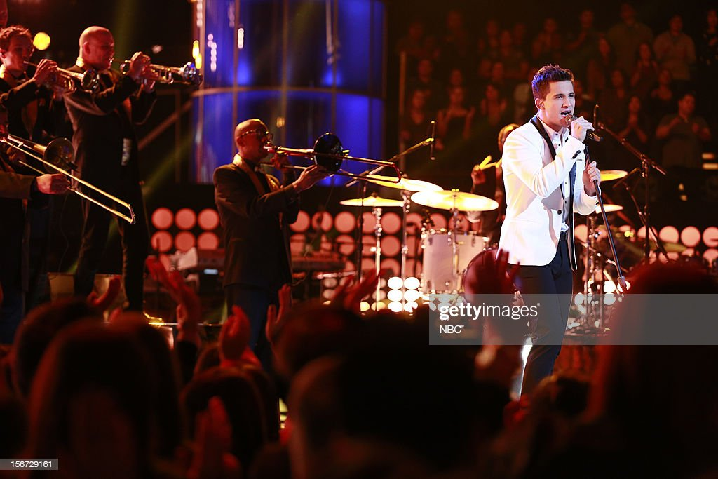 THE VOICE -- 'Live Show' Episode 319A -- Pictured: Dez Duron --