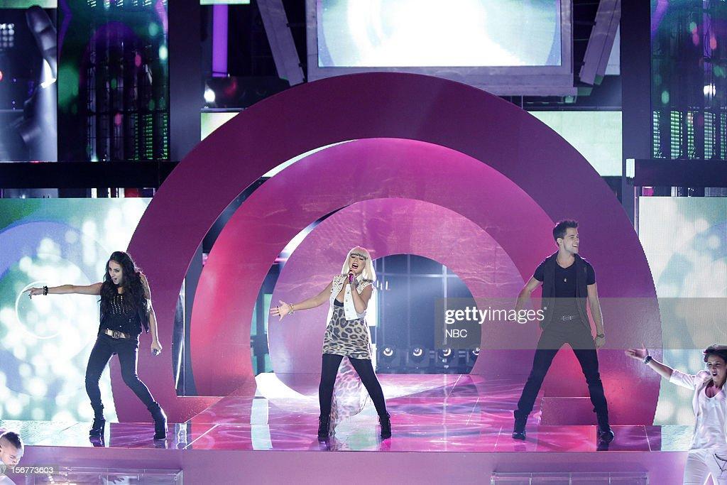 THE VOICE -- 'Live Show' Episode 319B -- Pictured: (l-r) Sylvia Yacoub, Christina Aguilera, Dez Duron --