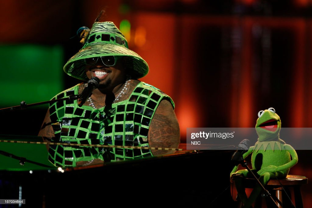 THE VOICE -- 'Live Show' Episode 320B -- Pictured: (l-r) Cee Lo Green, Kermit the Frog --