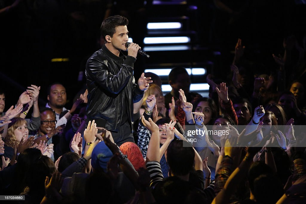 THE VOICE -- 'Live Show' Episode 320B -- Pictured: Dez Duron --