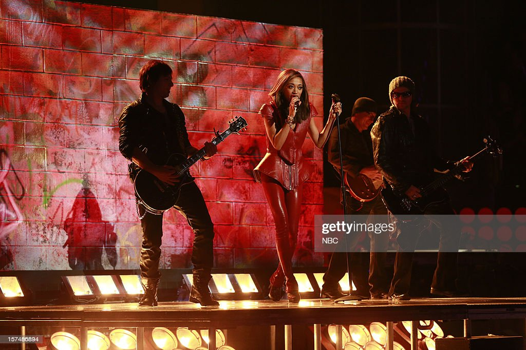 THE VOICE -- 'Live Show' Episode 321A -- Pictured: Amanda Brown --