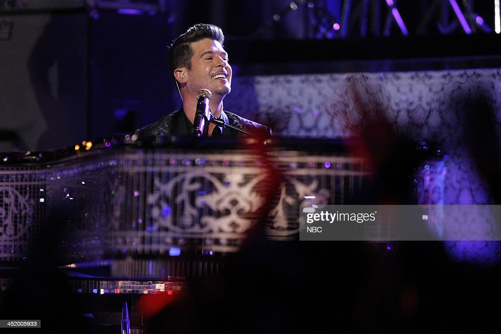 THE VOICE -- 'Live Show' Episode 516A -- Pictured: Robin Thicke --