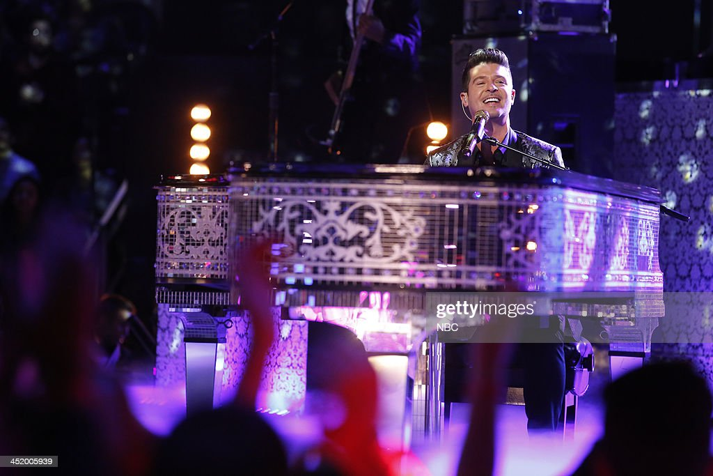 THE VOICE -- 'Live Show' Episode 516A -- Pictured: <a gi-track='captionPersonalityLinkClicked' href=/galleries/search?phrase=Robin+Thicke&family=editorial&specificpeople=724390 ng-click='$event.stopPropagation()'>Robin Thicke</a> --