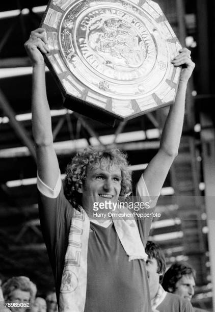 11th August 1978 Wembley Stadium London FA Charity Shield Liverpool 3 v Arsenal 1 Liverpools Phil Thompson holds the Charity Shield aloft