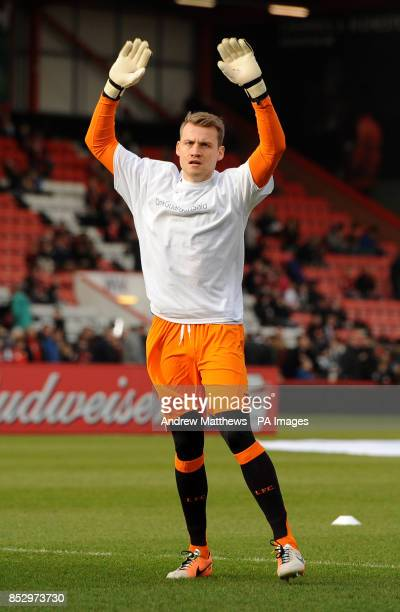 Liverpool goalkeeper Simon Mignolet warms up before kick off