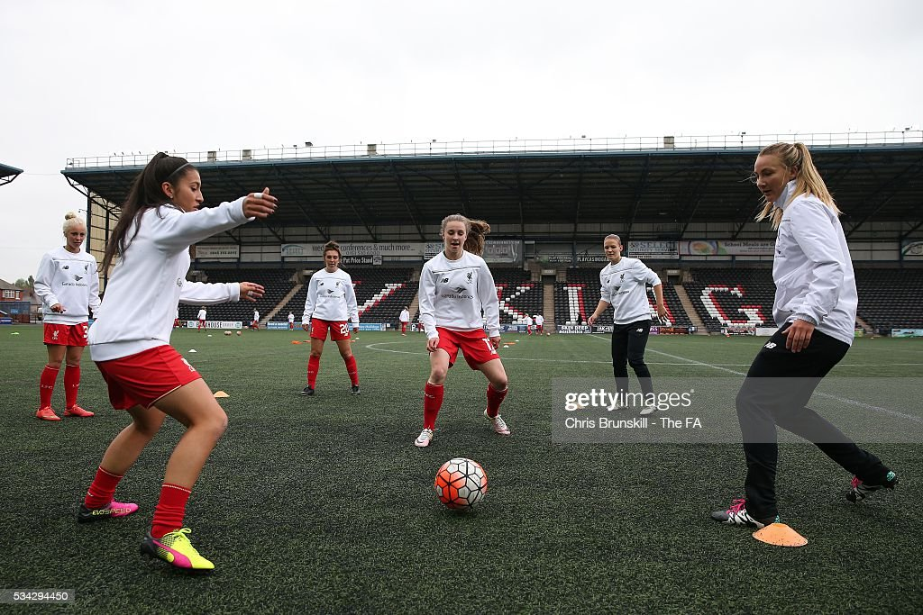 Liverpool Ladies FC warm up ahead of the FA WSL match between Liverpool Ladies FC and Manchester City Women at the Halton Stadium on May 25, 2016 in Widnes, England.