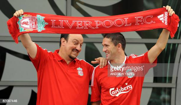 Liverpool manager Rafael Bentez stands with new signing Robbie Keane at the club's Melwood training complex in Liverpool northwest England on July 29...