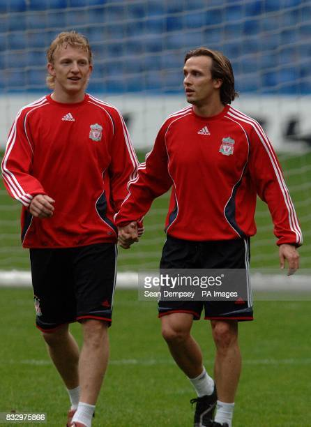 Liverpool's Dirk Kuyt and Boudewijn Zenden hold hands in training