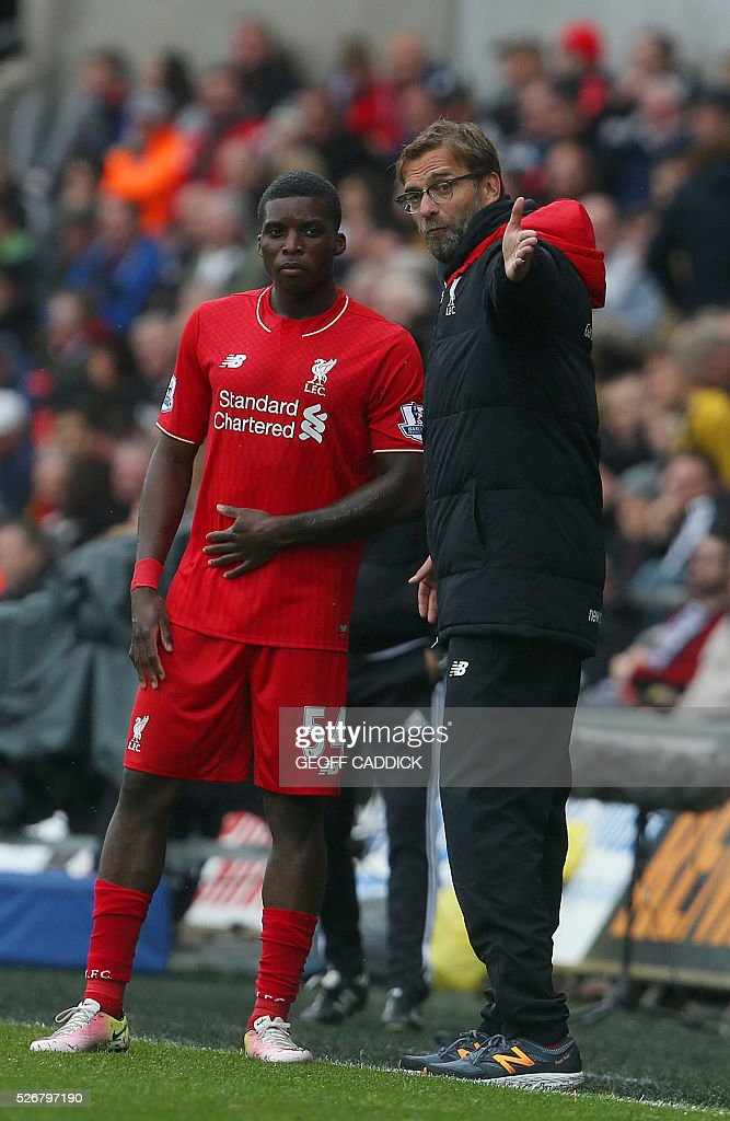 Liverpool's English midfielder Oluwaseyi Ojo receives instructions on the touchline from Liverpoolls German manager Jurgen Klopp during the English Premier League football match between Swansea City and Liverpool FC at the Liberty Stadium, in Swansea, South Wales, on May 1, 2016. / AFP / GEOFF CADDICK / RESTRICTED TO EDITORIAL USE. No use with unauthorized audio, video, data, fixture lists, club/league logos or 'live' services. Online in-match use limited to 75 images, no video emulation. No use in betting, games or single club/league/player publications. /