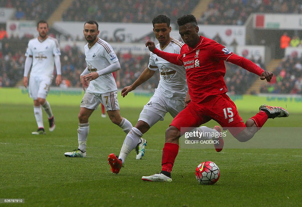 Liverpool's English striker Daniel Sturridge (R) crosses the ball during the English Premier League football match between Swansea City and Liverpool FC at the Liberty Stadium, in Swansea, South Wales, on May 1, 2016. / AFP / GEOFF CADDICK / RESTRICTED TO EDITORIAL USE. No use with unauthorized audio, video, data, fixture lists, club/league logos or 'live' services. Online in-match use limited to 75 images, no video emulation. No use in betting, games or single club/league/player publications. /