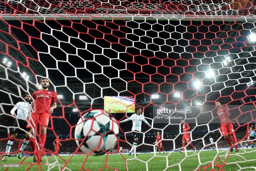 Liverpool's forward from Brazil Roberto Firmino celebrates a goal scored by Liverpool's midfielder from Brazil Philippe Coutinho Correia during the UEFA Champions League Group E football match between FC Spartak Moscow and Liverpool FC at the Otkrytie Arena stadium in Moscow on September 26, 2017. / AFP PHOTO / Kirill KUDRYAVTSEV