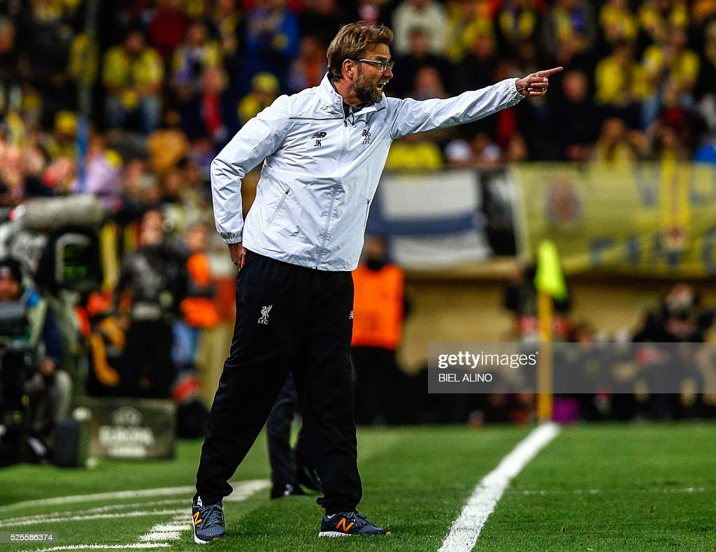 Liverpool's German coach Jurgen Klopp gestures from the sideline during the UEFA Europa League semifinal first leg football match Villarreal CF vs Liverpool FC at El Madrigal stadium in Vila-real on April 28, 2016. / AFP / BIEL