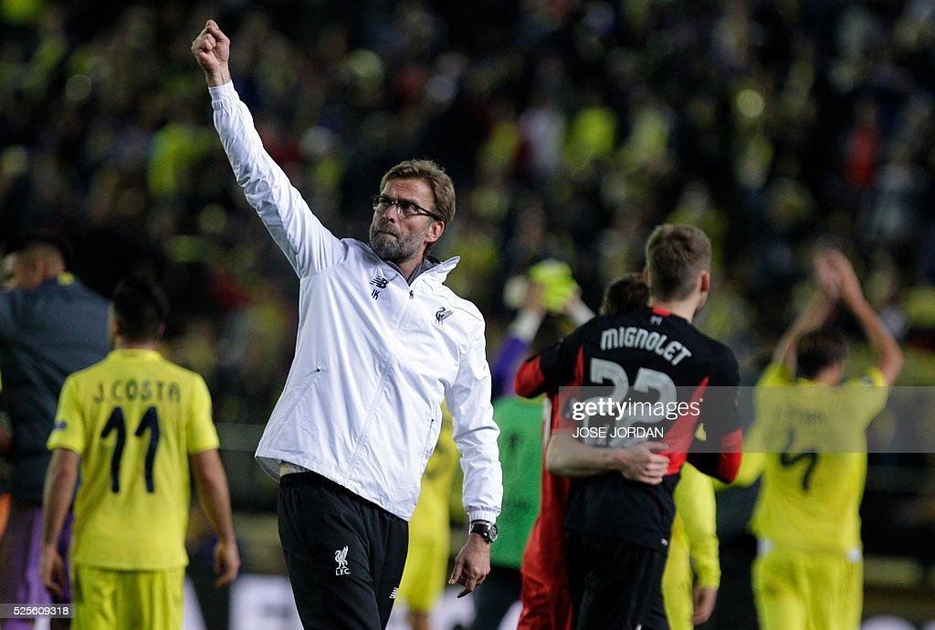 Liverpool's German coach Jurgen Klopp waves at the end of the UEFA Europa League semifinals first leg football match Villarreal CF vs Liverpool FC at El Madrigal stadium in Vila-real on April 28, 2016. / AFP / JOSE