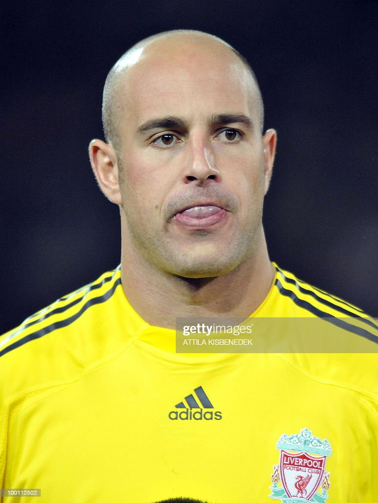 FC Liverpool's goalkeeper Pepe Reina is seen in the Puskas stadium of Budapest on November 24, 2009 prior to the UEFA Champions League football match against Hungarian VSC Debrecen.