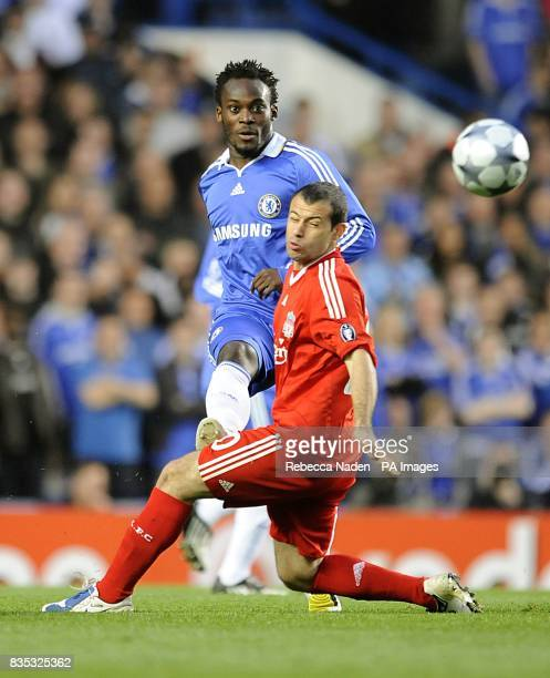 Liverpool's Javier Mascherano and Chelsea's Michael Essien battle for the ball