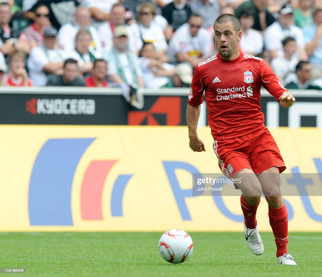 Liverpools <a gi-track='captionPersonalityLinkClicked' href=/galleries/search?phrase=Joe+Cole&family=editorial&specificpeople=171525 ng-click='$event.stopPropagation()'>Joe Cole</a> runs with the ball during the pre-season friendly match between Borussia M'Gladbach and Liverpool at the Borussia Park Stadium on August 1, 2010 in Moenchengladbach, Germany.