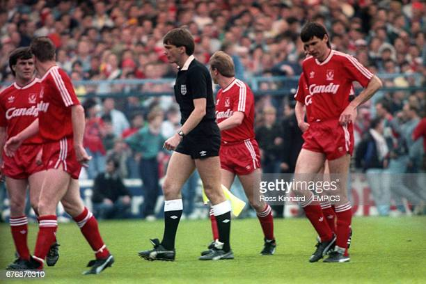 Liverpool's Ray Houghton Steve Nicol Steve McMahon and Alan Hansen leave the pitch along with the linesman as fans start spilling onto the pitch 96...