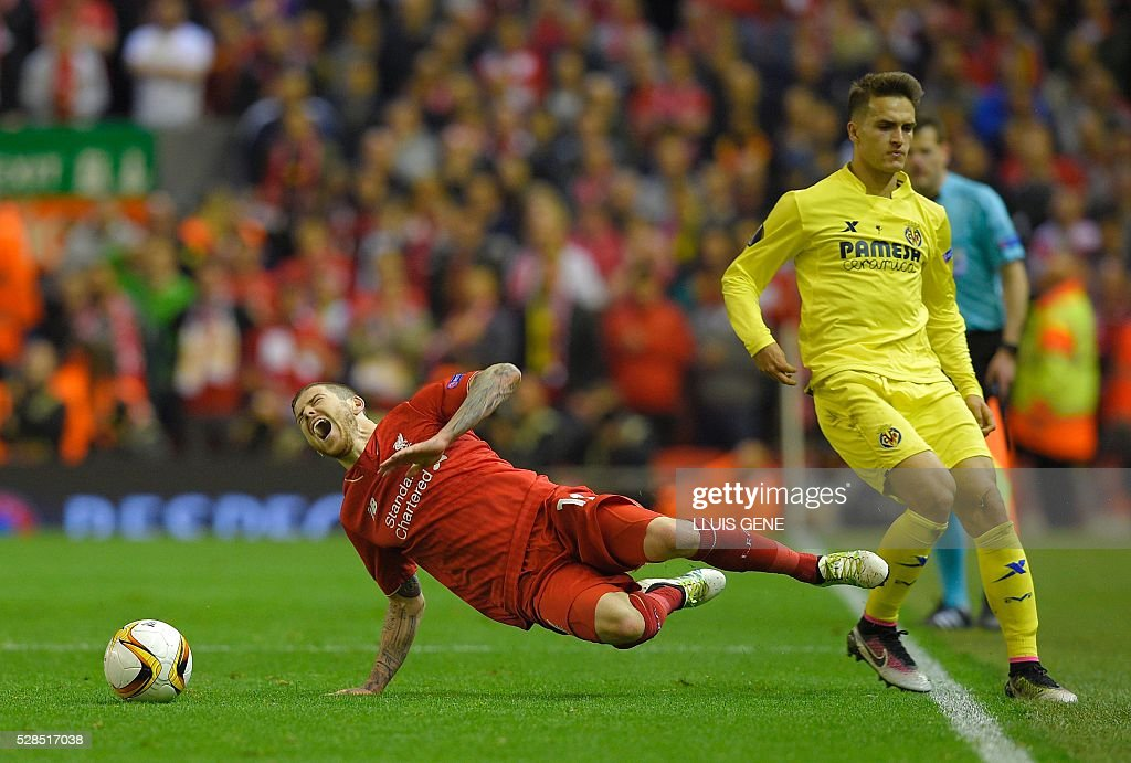 Liverpool's Spanish defender Alberto Moreno (L) falls during a clash with Villarreal's defender Denis Suarez during the UEFA Europa League semi-final second leg football match between Liverpool and Villarreal CF at Anfield in Liverpool, northwest England on May 5, 2016. / AFP / LLUIS