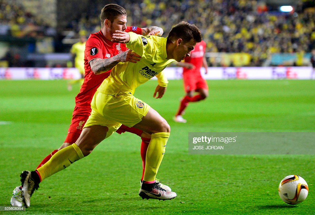 Liverpool's Spanish defender Alberto Moreno (L) vies with Villarreal's defender Denis Suarez during the UEFA Europa League semifinals first leg football match Villarreal CF vs Liverpool FC at El Madrigal stadium in Vila-real on April 28, 2016. / AFP / JOSE
