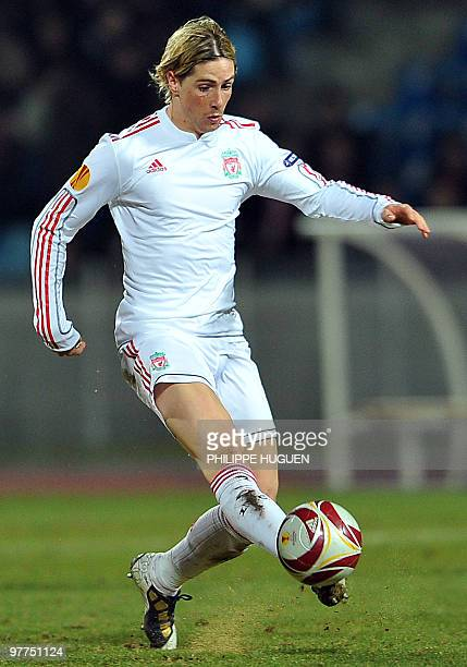 Liverpool's Spanish forward Fernando Torres controls the ball during the UEFA Europa League football match between Lille and Liverpool on March 11...