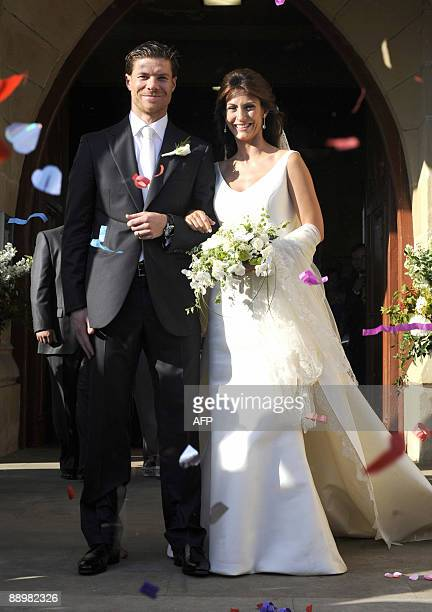 Liverpool's Spanish midfielder Xabi Alonso and his wife Nagore Aranburu pose after their wedding outside the Zorroaga church in San Sebastian on July...