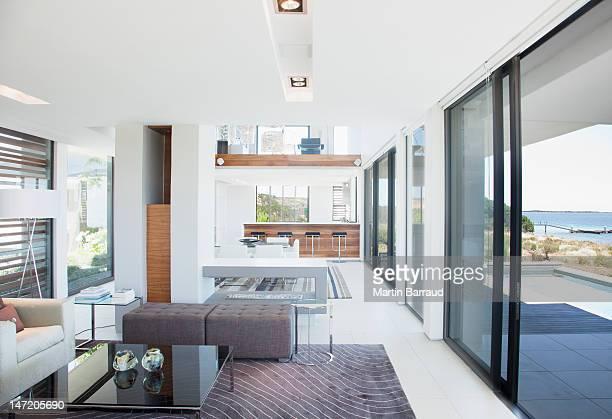 Salle de séjour et salle à manger modernes house