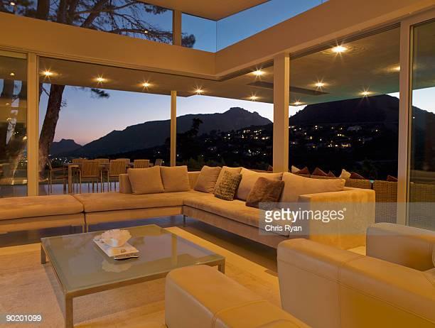 Soggiorno e parete in vetro moderno casa