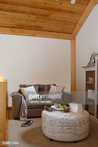 Living room with round table : Stockfoto
