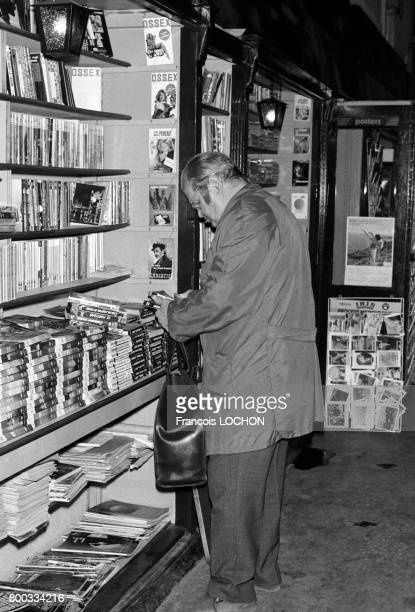 Livres et revues chez un bouquiniste en novembre 1975 à Reims France
