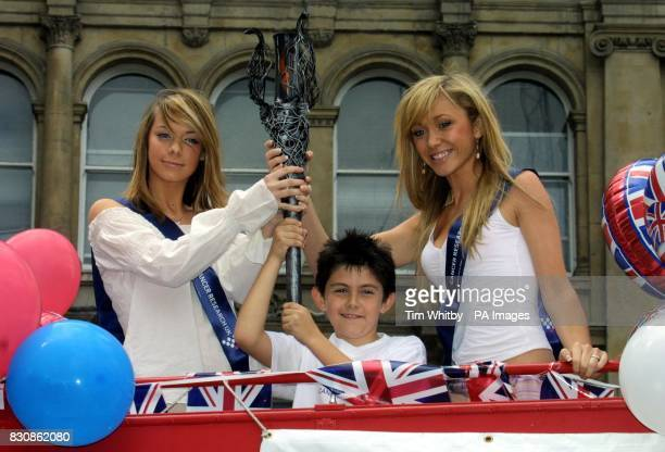 Liz McClarnon and Jenny Frost of Atomic Kitten and Declan Galbraith from Rochester with the Millennium Flame outside St Paul's Cathedral in London *...