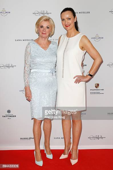 Liz Mohn and Brita Segger attend the Society Relations Ladies Lunch in favor of the Stiftung Deutsche SchlaganfallHilfe on August 23 2016 in Hamburg...