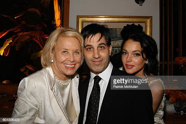Liz Smith Jason Weinberg and Lindsay Lohan attend Vanity Fair Oscar Party at Morton's Restaurant on March 5 2006