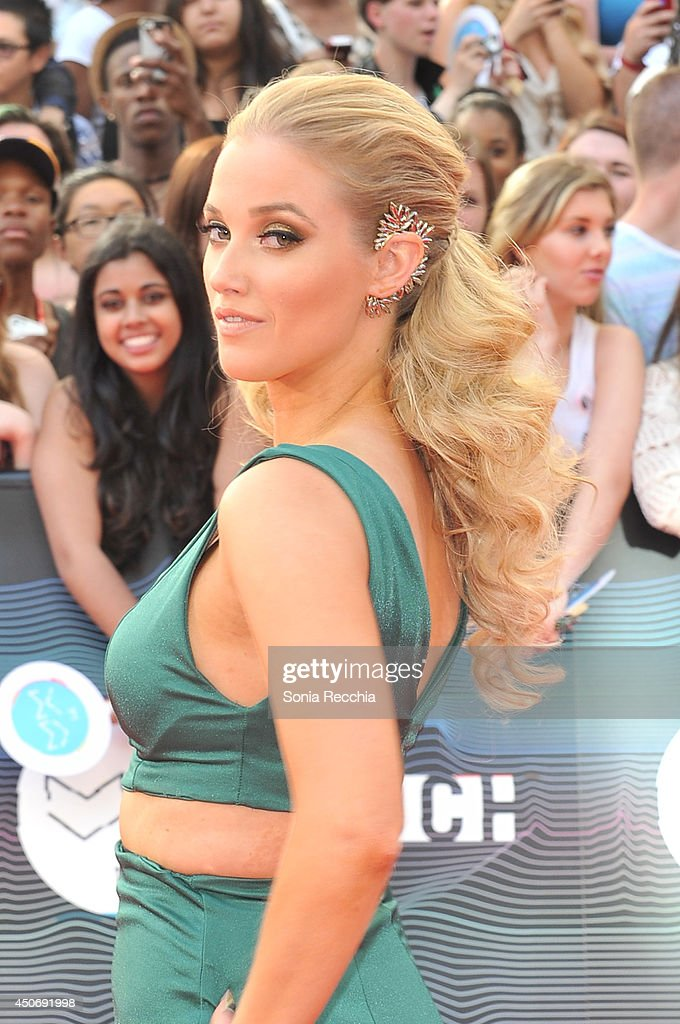 Liz Trinnear arrives at the 2014 MuchMusic Video Awards at MuchMusic HQ on June 15, 2014 in Toronto, Canada.