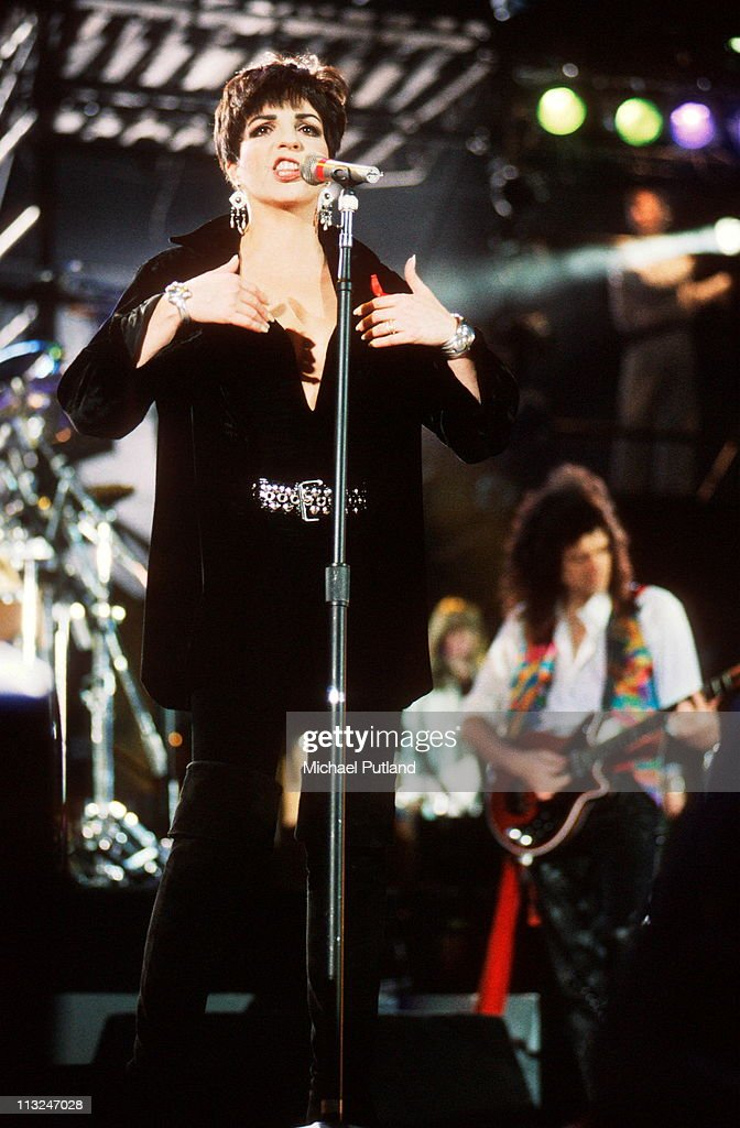 Liza Minelli and Brian May perform on stage at the Freddie Mercury Tribute Concert for AIDS Awareness at Wembley Stadium, April 20th 1992.