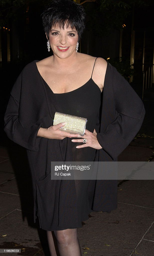 Liza Minnelli Arriving Alone at Le Cirque