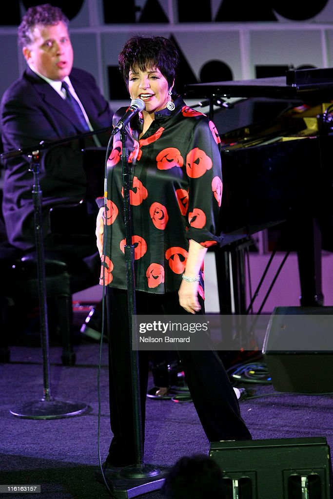 <a gi-track='captionPersonalityLinkClicked' href=/galleries/search?phrase=Liza+Minnelli&family=editorial&specificpeople=121547 ng-click='$event.stopPropagation()'>Liza Minnelli</a> performs on stage during the 2nd Annual amfAR Inspiration Gala at The Museum of Modern Art on June 14, 2011 in New York City.