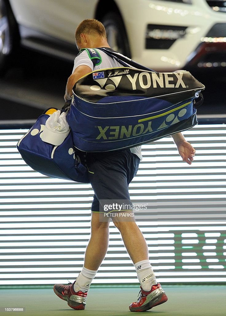 Lleyton Hewitt of Australia leaves the court after being beaten by Radek Stepanek of the Czech Republic in their first round of the Shanghai Masters tennis tournament in Shanghai, on October 9, 2012. AFP PHOTO / Peter PARKS