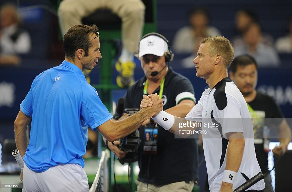 Lleyton Hewitt of Australia (R) shakes hands with Radek Stepanek of the Czech Republic (L) after being beaten in their first round of the Shanghai Masters tennis tournament in Shanghai, on October 9, 2012. AFP PHOTO / Peter PARKS