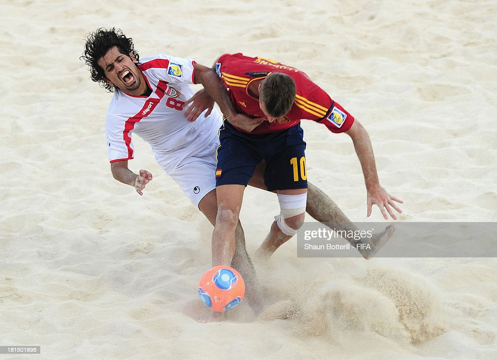Llorenc of Spain is challenged by Rami Almesaabi of United Arab Emirates during the FIFA Beach Soccer World Cup Tahiti 2013 Group A match between United Arab Emirates and Spain at the Tahua To'ata stadium on September 21, 2013 in Papeete, French Polynesia.