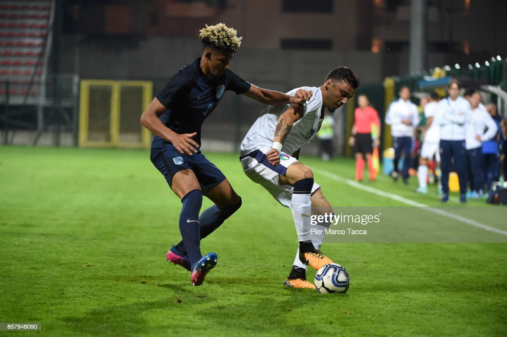 Lloyd Kelly of England U20 competes for the ball with (R) Giulio Maggiore of Italy U21 during the 8 Nations Tournament match between Italy U20 and England U20 on October 5, 2017 in Gorgonzola, Italy.