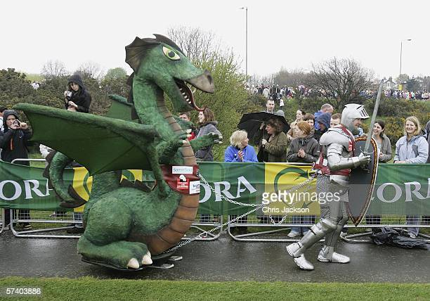 Lloyd Scott is seen starting the London Marathon in a suit of armour and draggin a dragon on April 23 2006 in Greenwich ParkThe Marathon is the UK's...