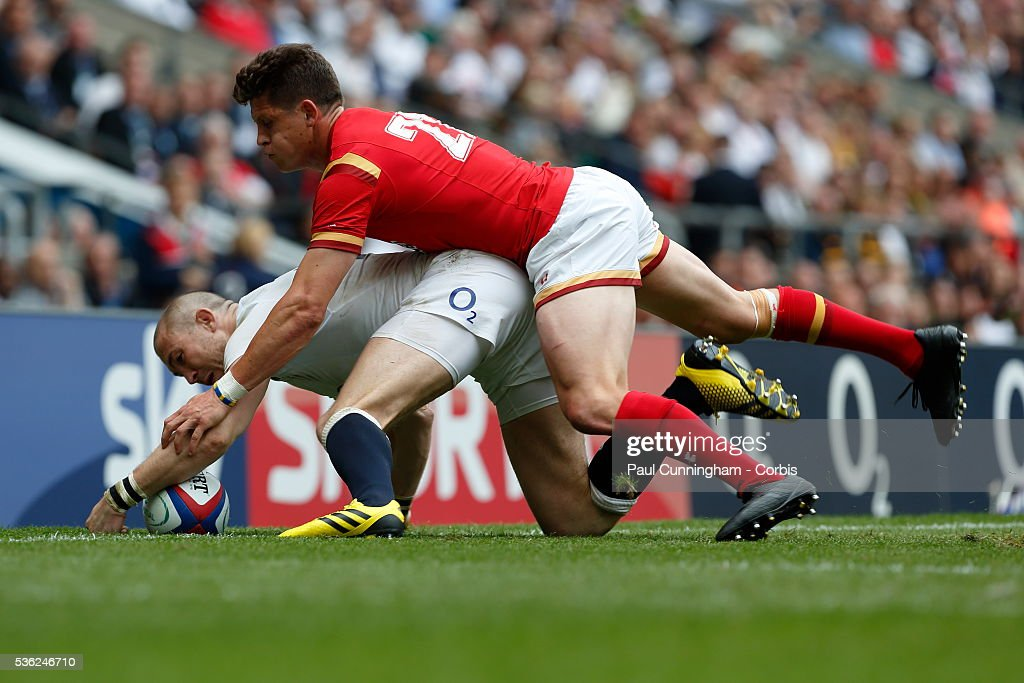 Lloyd Williams of Wales tackles <a gi-track='captionPersonalityLinkClicked' href=/galleries/search?phrase=Mike+Brown+-+Rugbyspelare&family=editorial&specificpeople=2385268 ng-click='$event.stopPropagation()'>Mike Brown</a> of England during the Old Mutual Wealth Cup between England and Wales at Twickenham Stadium on May 29, 2016 in London, England.