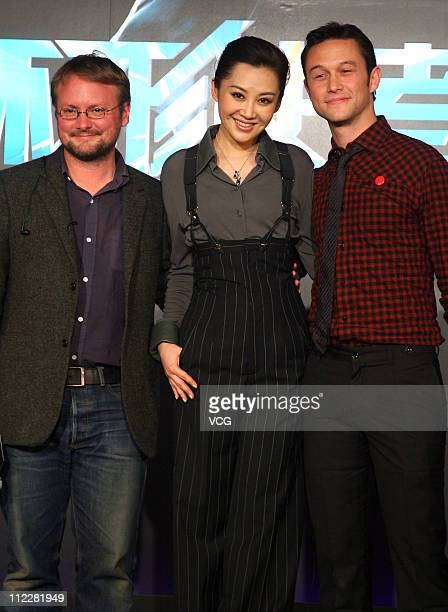 lLR American director Rian Johnson Chinese actress Xu Qing and American actor Joseph GordonLevitt attend the press conference of the new movie...
