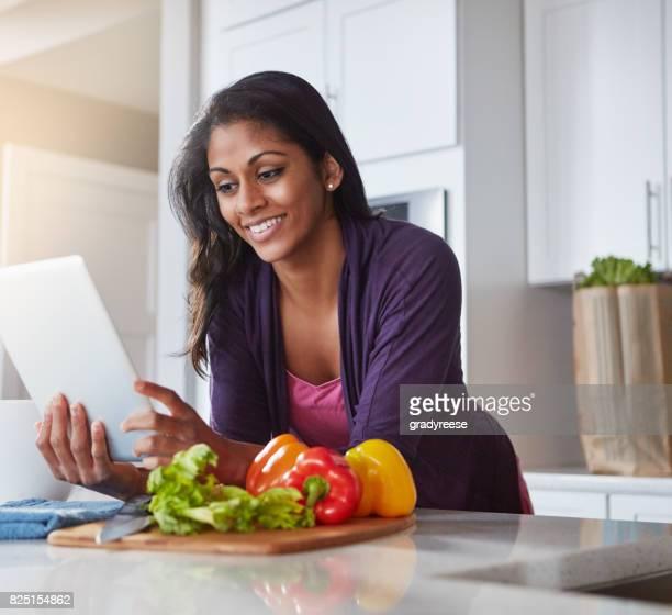 Chargé avec des recettes pour un dîner santé