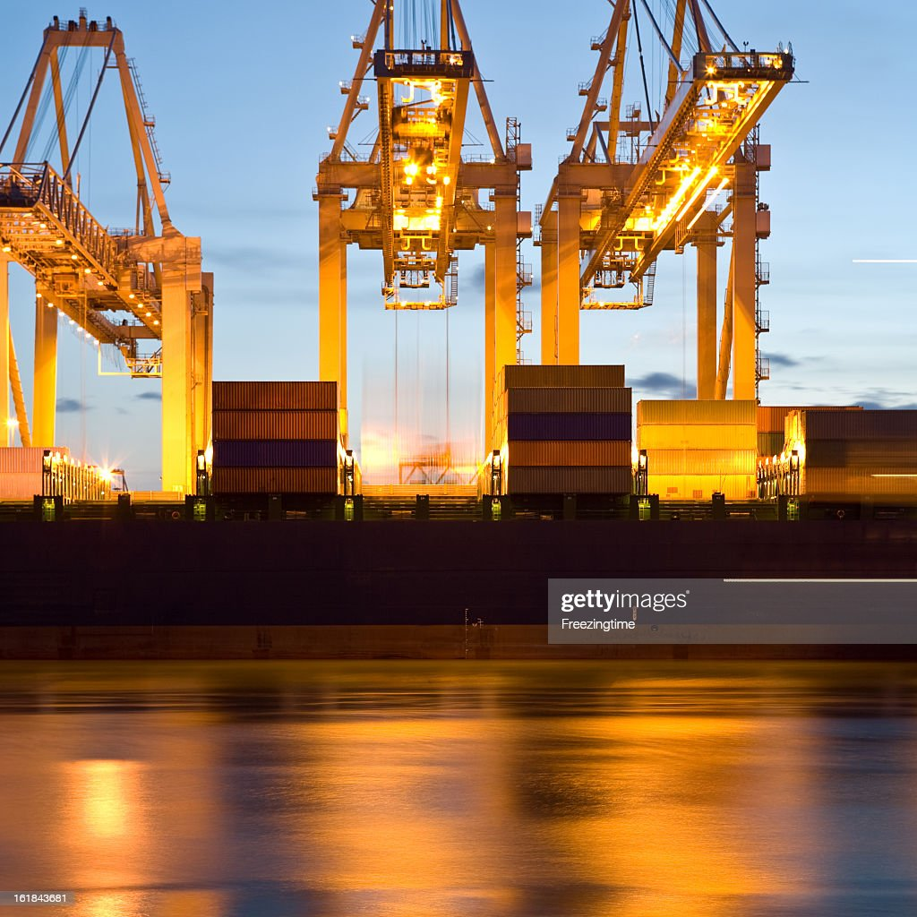Loading and unloading at a container terminal