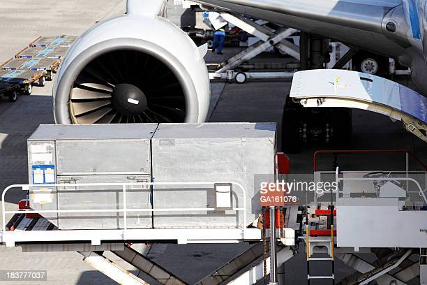 Loading cargo to airplane