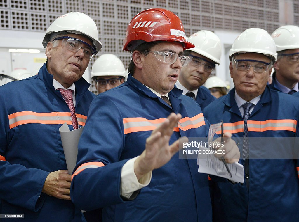 Loïc Maenner (C), director of Rio Tinto factory, talks with French Prime minister Jean-Marc Ayrault (R) and French Minister for Industrial Renewal and Food Industry Arnaud Montebourg (2nd R) and German Heinz-Peter Schlüter, president of TRIMET as they visit the Rio Tinto Alcan (RTA) aluminum factory in Saint-Jean-de-Maurienne, southeast of France, on July 13, 2013. Heads of Rio Tinto Alcan and Germany's Trimet met today in Paris regarding the take over of RTA by Trimet which could save 510 jobs at the two sites of Saint-Jean-de-Maurienne (Savoie) and Castelsarrasin (Tarn-et-Garonne) . AFP PHOTO/PHILIPPE DESMAZES