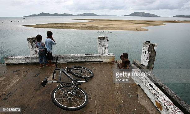 Local children play on the pier on Palm Island in northern Queensland 18 January 2007 THE AGE SPORT Picture by PAUL HARRIS