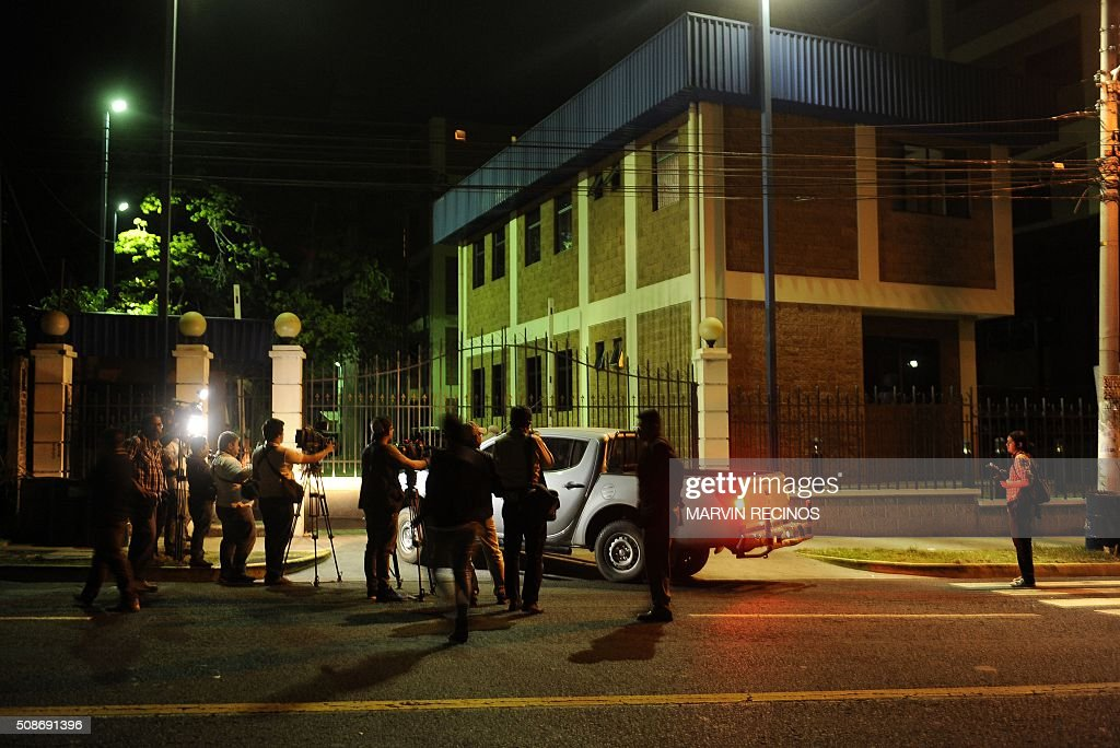 Local journalists wait for information outside headquarters of the Central Division of police investigations in San Salvador, El Salvador on February 6, 2016. Salvadoran police launched a raid to arrest 17 former military personnel one of whom is Aguilar, accused of killing six Jesuit priests in 1989, one of the most notorious atrocities of the country's bloody civil war. AFP PHOTO / Marvin RECINOS / AFP / Marvin RECINOS