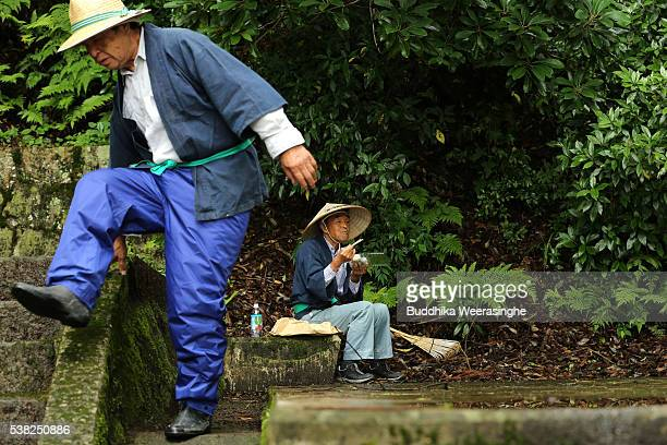 A local man dressed in rice planting costume eats Bento lunch box at the Mibu Shrine before the start the 'Hanataue' rice planting ritual on June 5...